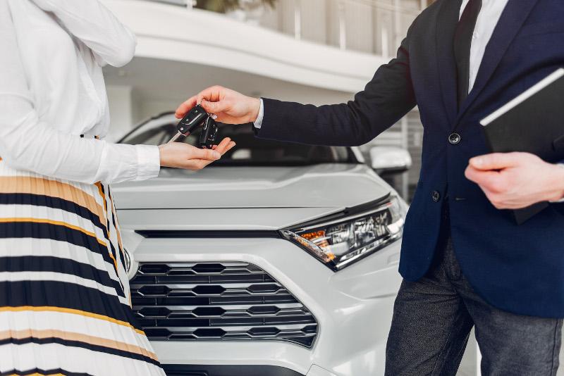 ¿Por qué comprar un coche de segunda mano en un concesionario?